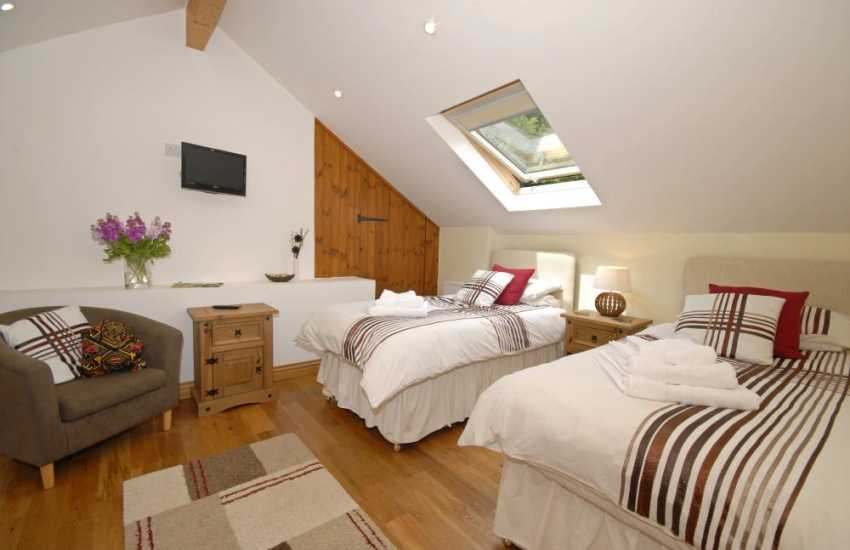 Pendine holiday home sleeps 4 - twin with zip & link beds