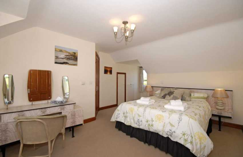 Gwbert holiday house for rent - master double with ensuite bath/shower