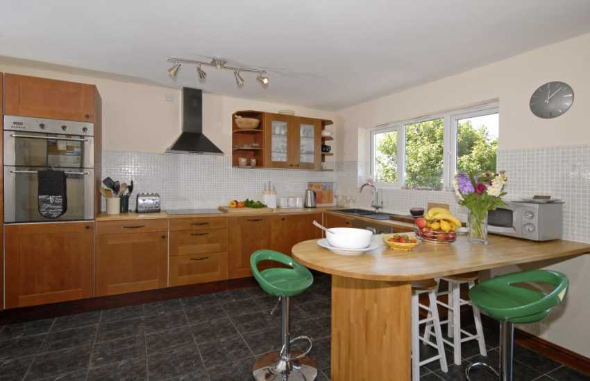 Cardigan Bay self-catering holiday cottage - modern open plan kitchen