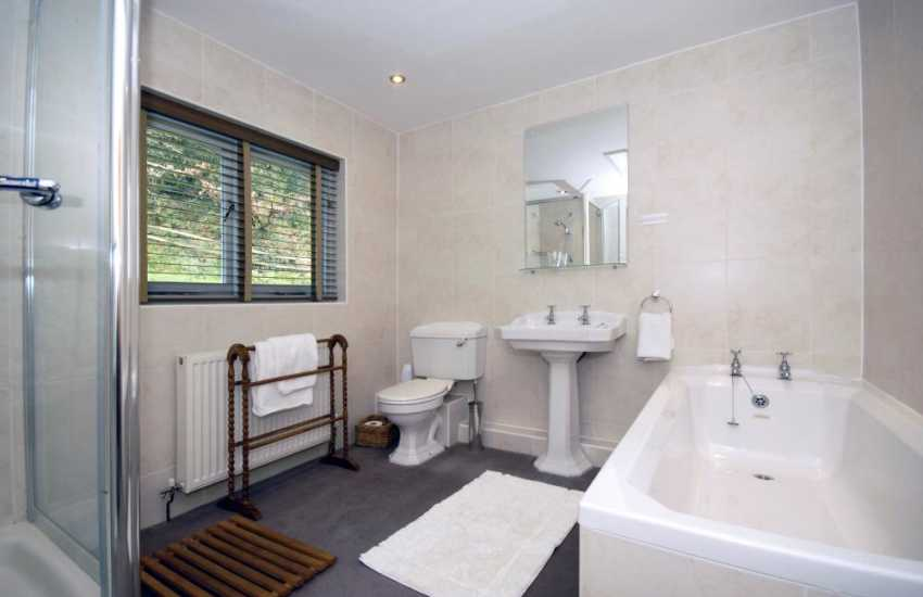 Holiday cottage north pembrokeshire - bathroom