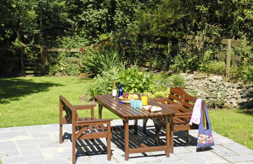 Holiday cottage in the Pembrokeshire Coast National Park - sheltered patio area