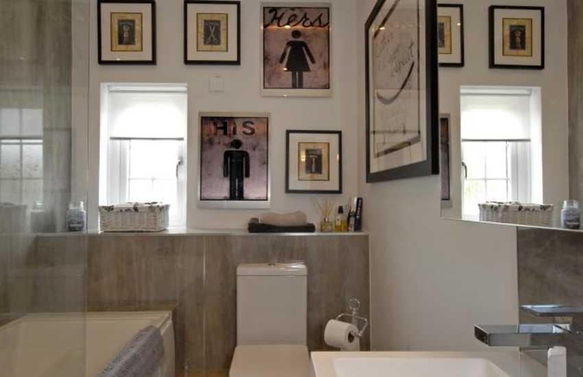 Llansteffan holiday farmhouse - family bathroom with shower over bath