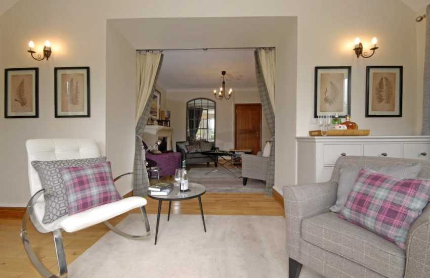 Llanstephan comfortable family holiday home with reading room