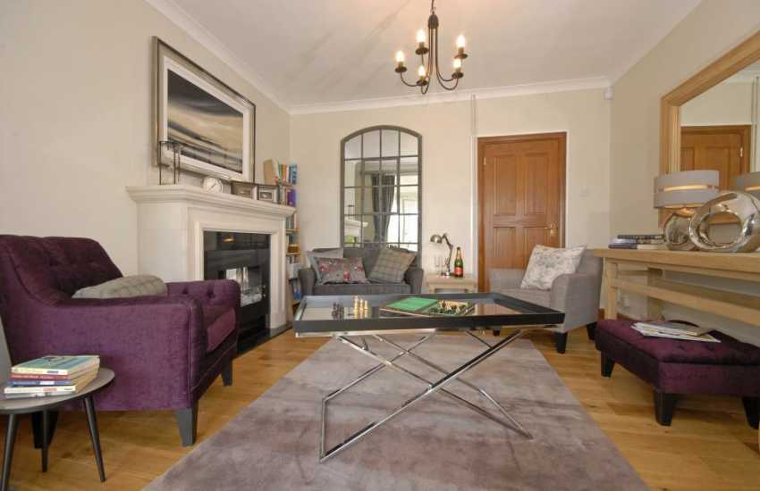 Carmarthenshire comfortable family holiday home with reading room