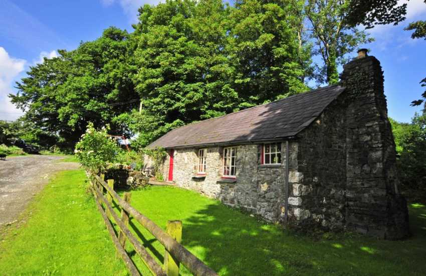 Teifi Valley cottage holiday - pets welcome