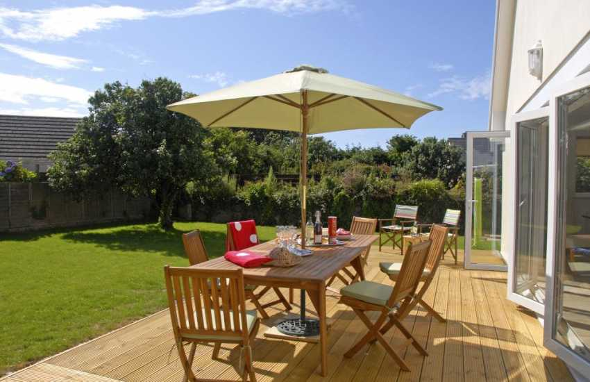 Pet friendly Pembrokeshire holiday cottage with deck and south facing gardens