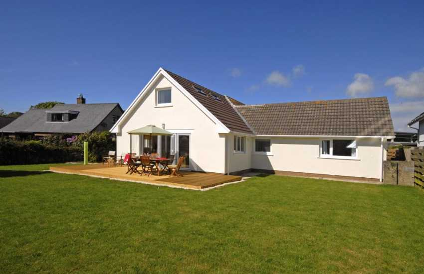 St Davids holiday home with gardens and parking - pets welcome