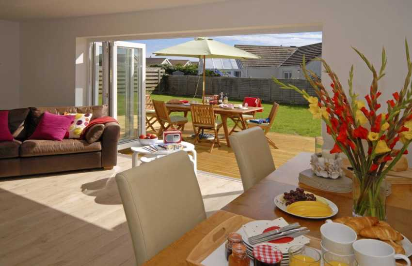 North Pembrokeshire holiday home - dining area with garden views