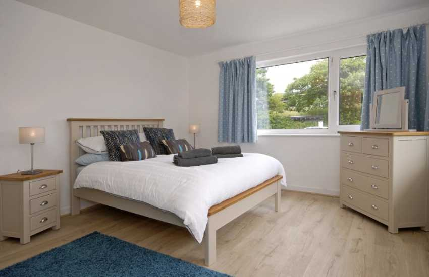 Pembrokeshire holiday home sleeping 8 - ground floor double