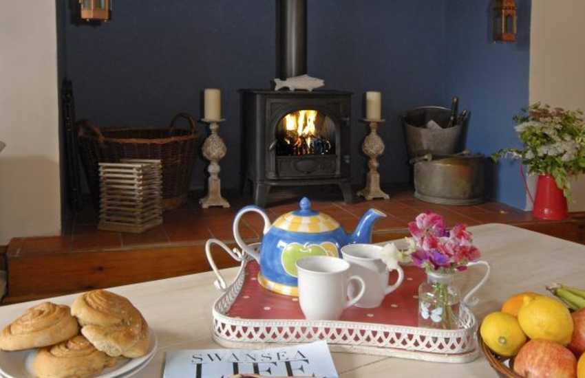 Rhossili holiday home - sitting room with log burner