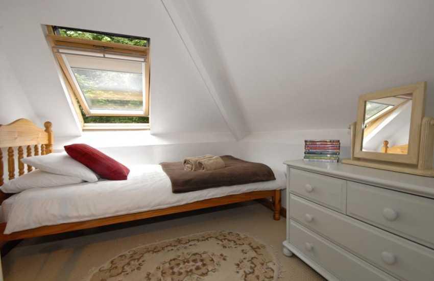 Three Cliffs Bay, Gower apartment sleeping 10 - loft twin bedroom
