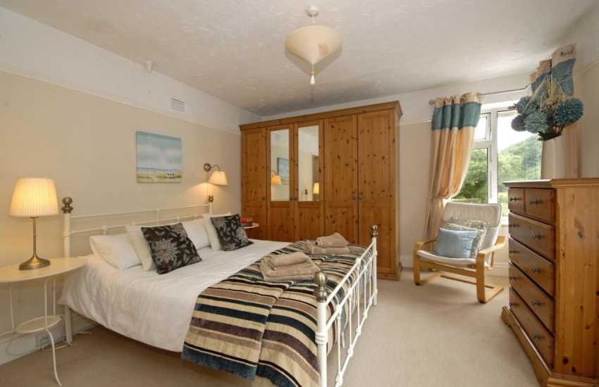 Three Cliffs Bay holiday apartment - double bedroom