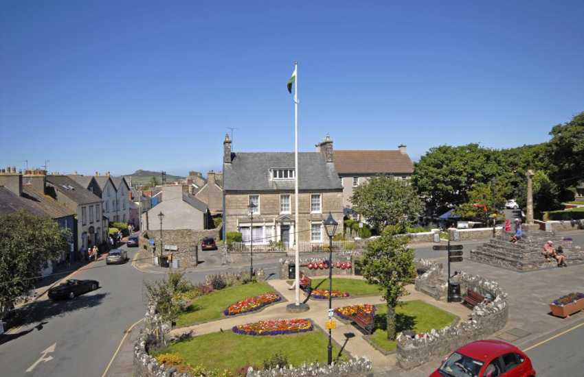 St Davids city center holiday apartment with views over Cross Square