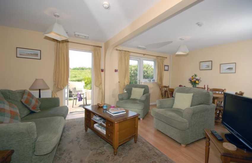Little Haven holiday cottage - open plan lounge diner