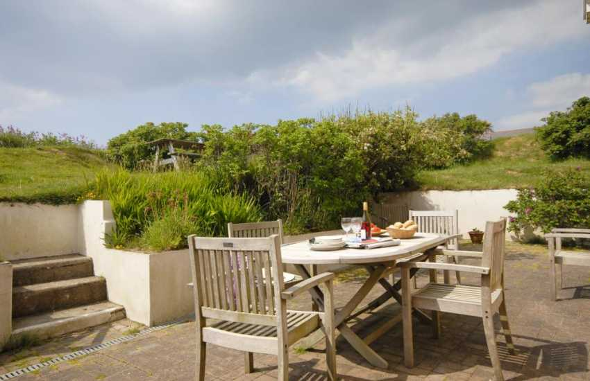 Newgale holiday cottage - sheltered patio