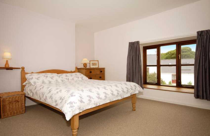 North Pembrokeshire holiday house near the coast - master bedroom