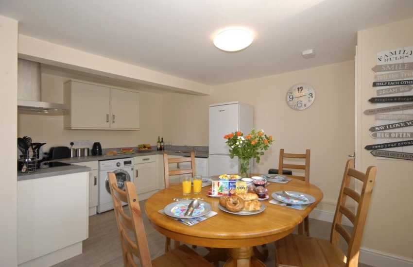Self-catering accommodation St Davids - open plan kitchen/diner