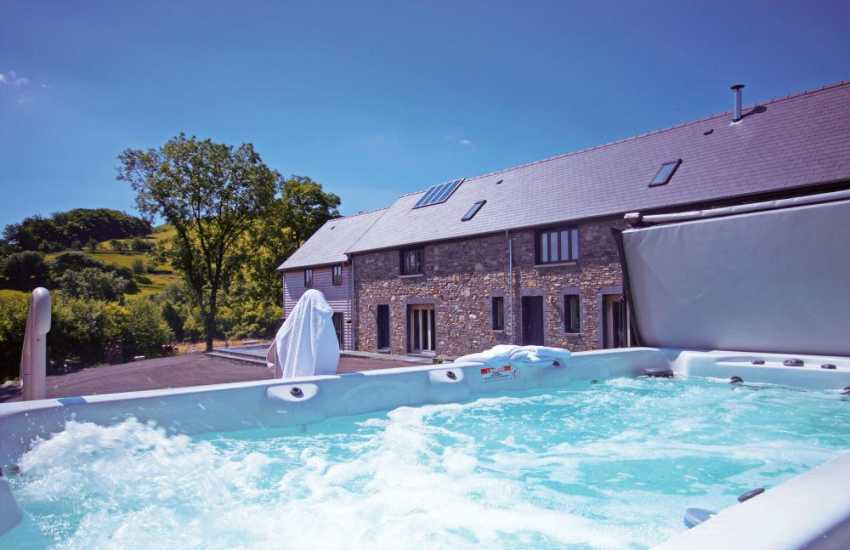 Holiday house with hot tub Wales