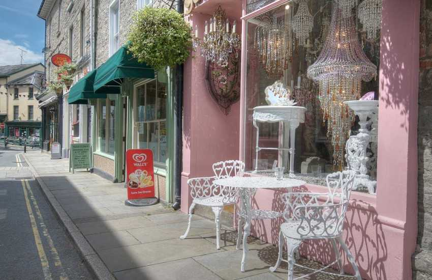 The colourful streets in Hay on Wye town centre