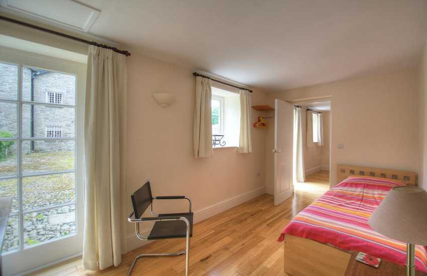 Pet friendly mid wales cottage - bedroom