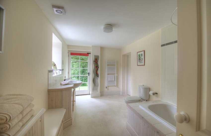 Mid Wales holiday cottage - bathroom