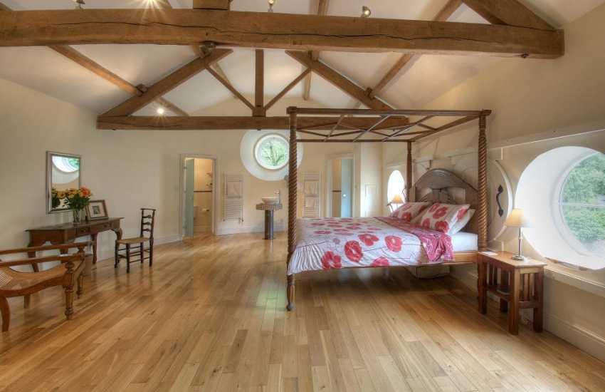 Luxury holiday cottage mid Wales - bedroom