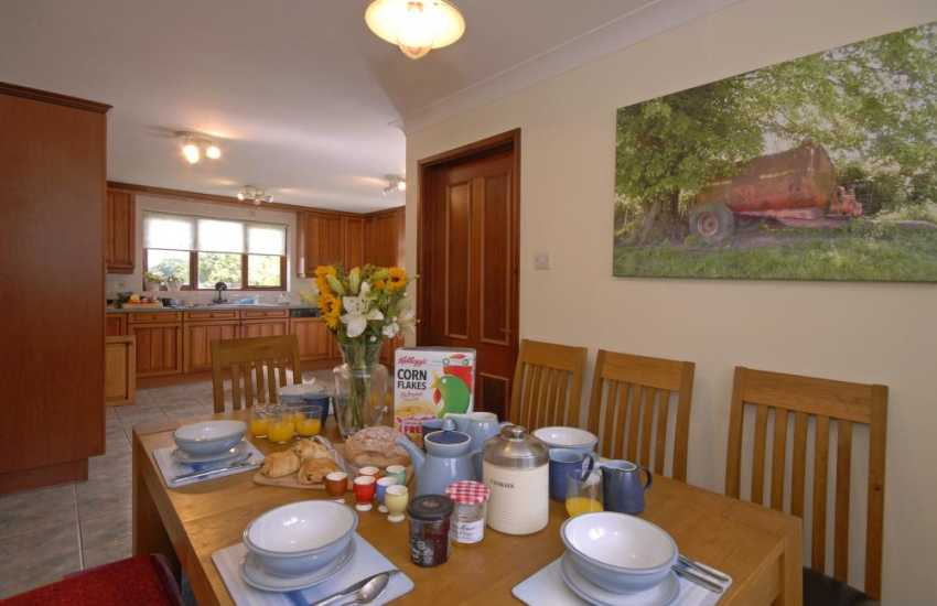 Self-catering Llansteffan - large family home with modern open plan kitchen dining areaSelf-catering Llansteffan - large family home with modern open plan kitchen dining area