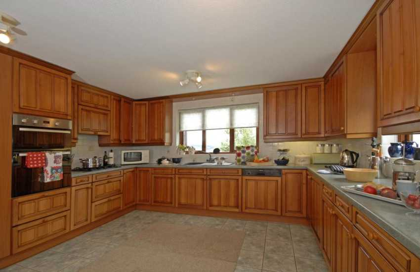 Self-catering Carmarthenshire family home - spacious kitchen/breakfast room