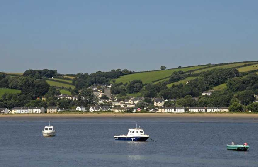 Llansteffan holiday home overlooking the beach and Towy Estuary