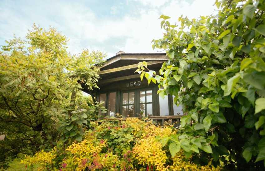Welsh cottage summerhouse-garden