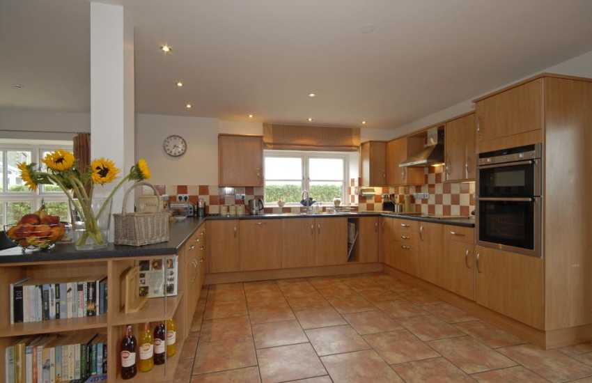 Self-catering Solva -  holiday house with open plan luxury fitted kitchen