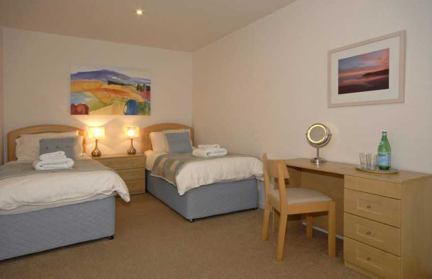 Pembrokeshire Solva holiday house for 8 people - ground floor twin