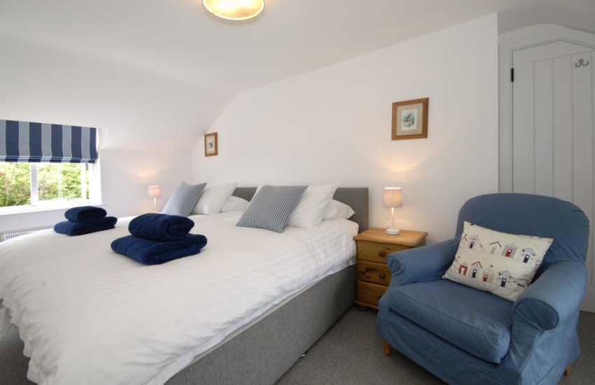 Carn Ingli Newport holiday cottage sleeping 6 - twin with sea views