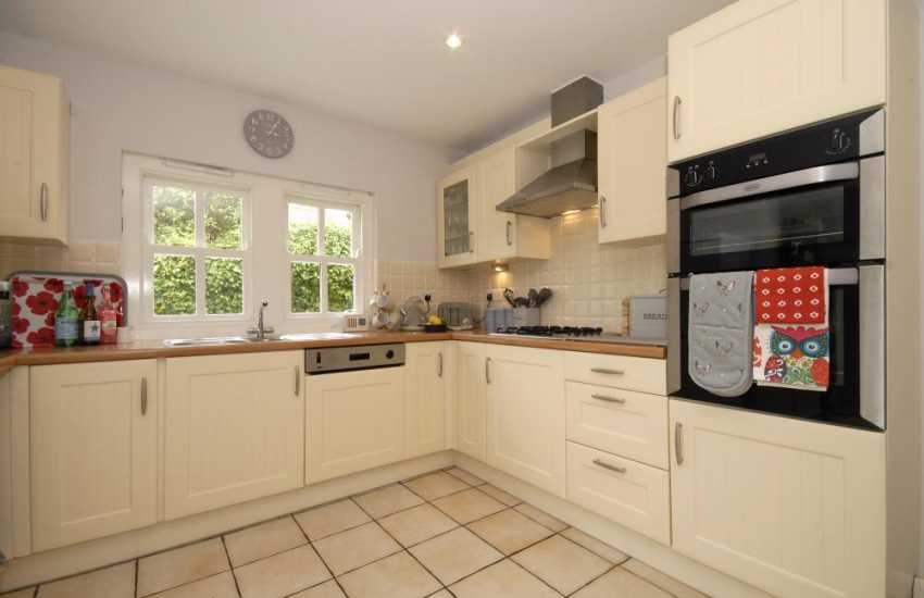 Self catering St Davids holiday cottage - spacious fitted kitchen