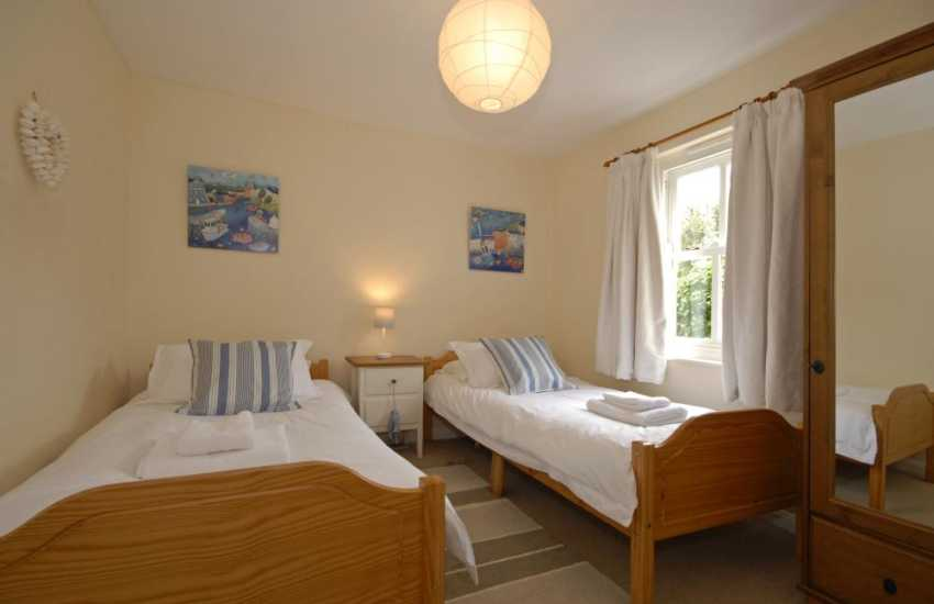 St Davids family holiday cottage - ground floor twin