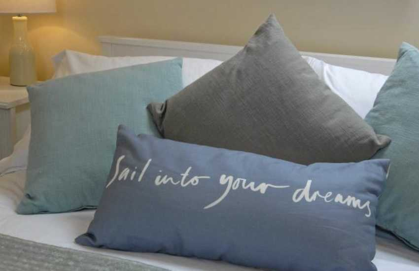 Cosy St Davids holiday cottage with seaside themed soft furnishings