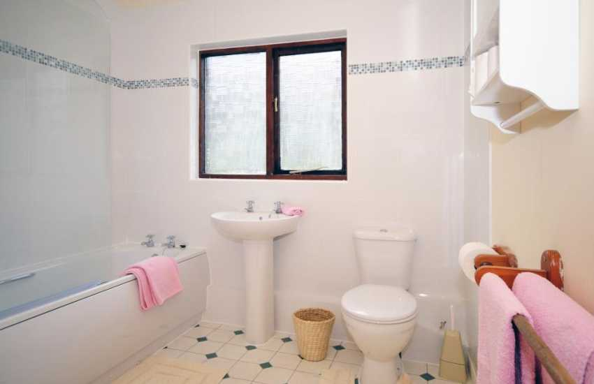 Near Dolgeddau a holiday cottage sleeping 6 - bathroom