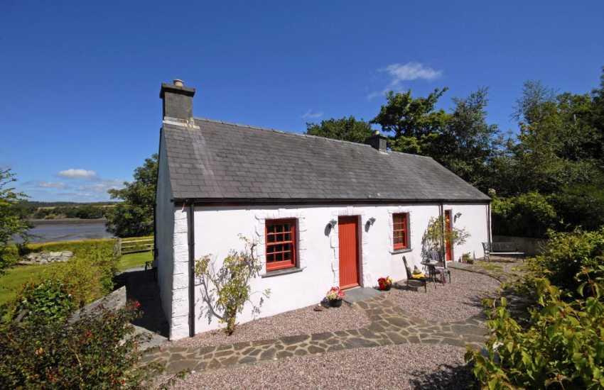 lawrenny riverside holiday cottage in tranquil setting - dogs welcome