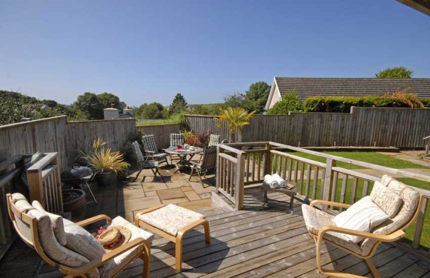 Manorbier holiday home - summer house with deck and private garden