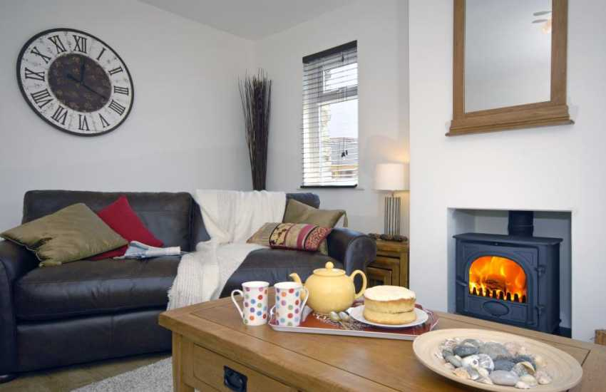 Manorbier family holiday home with cosy log burning stove