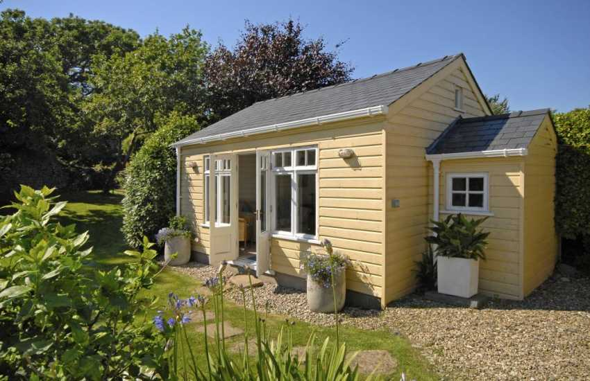 Pembrokeshire holiday cottage with separate summer house retreat