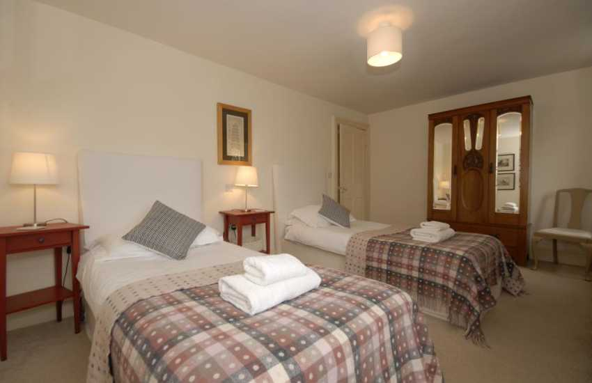 Holiday cottage near Tenby  for 8 people - twin bedroom