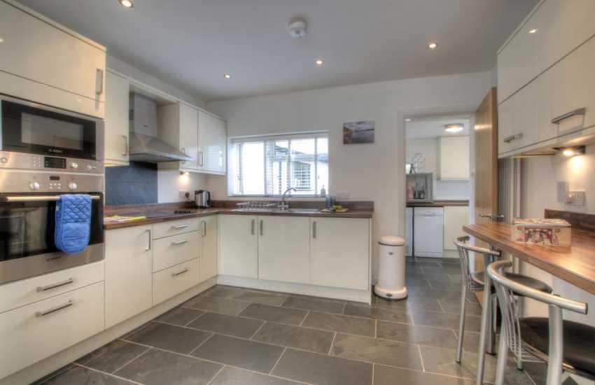 Nefyn holiday house - kitchen