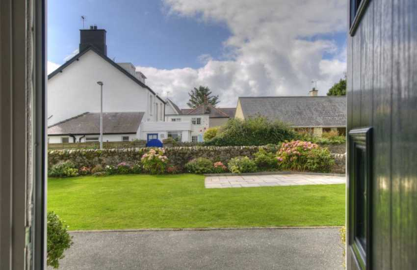 Large holiday house Wales - garden