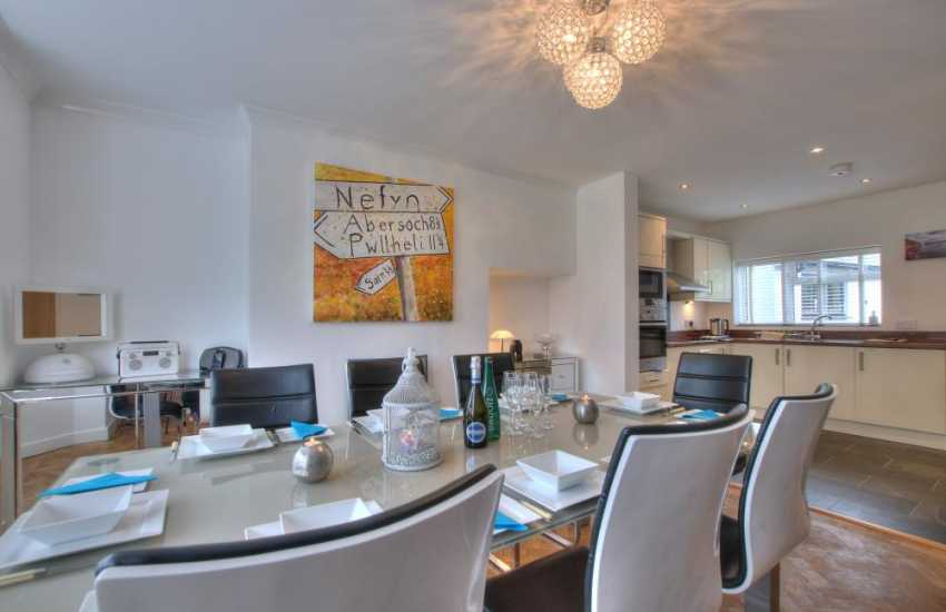 North wales coastal cottage - dining