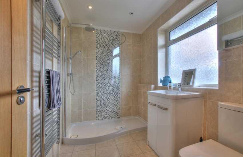 Nefyn holiday house - bathroom