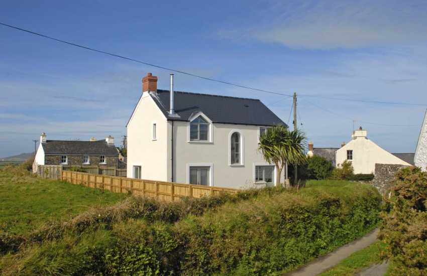 St Davids, Pembrokeshire, newly built spacious family holiday house - pets welcome