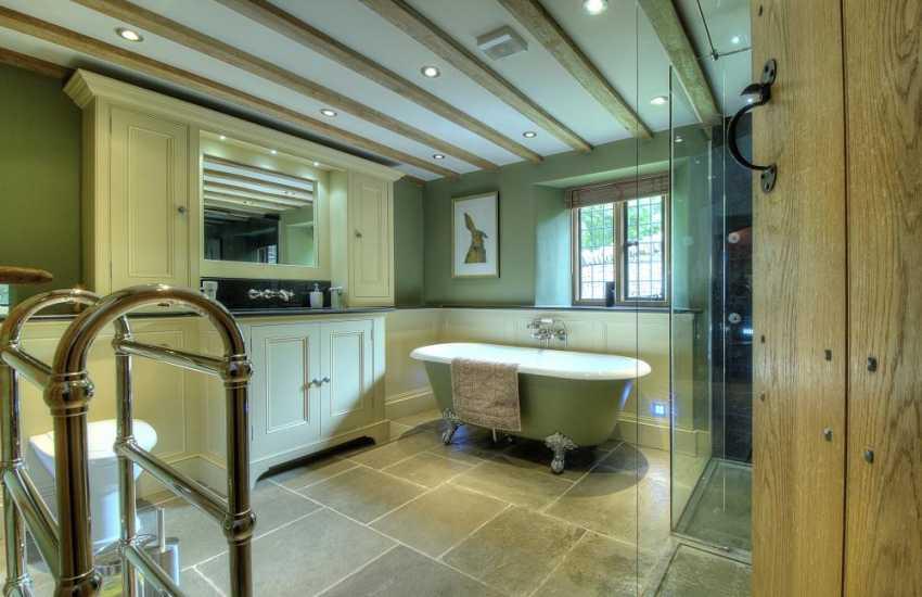 Hay on Wye holiday house - bathroom