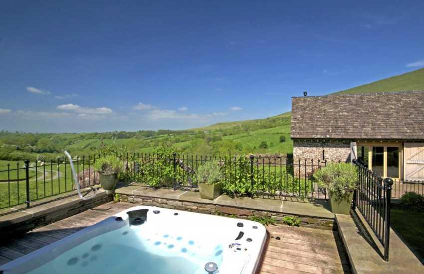 Hay on Wye holiday cottage - hot tub