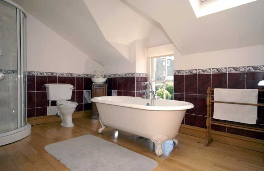 Aberaeron holiday house - family bathroom with shower